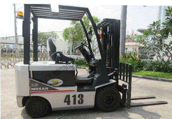 Xe nâng điện cũ ngồi lái 2.5 tấn